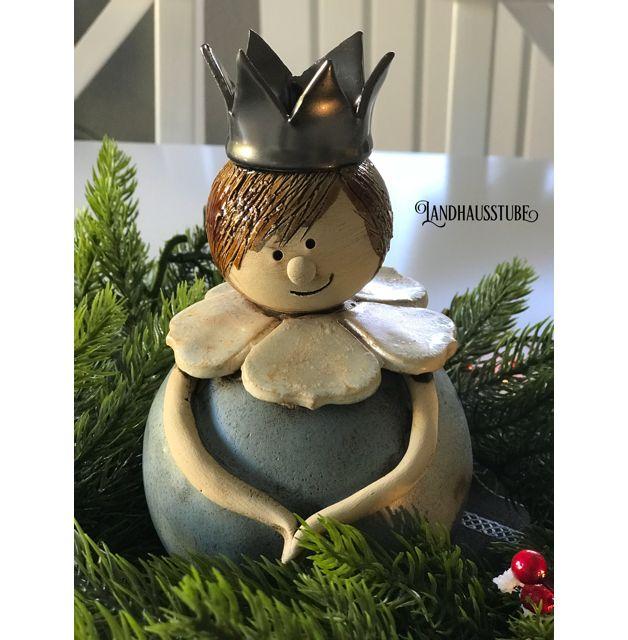 Süßer kleiner König aus handgetöpferter Keramik . Zum Angebot gehört nur der kleine König ,weitere Dekoration im Bild, nicht. Höhe ca. 17 cm Unregelmäßigkeiten in Form und Farbe sind ein Zeichen...