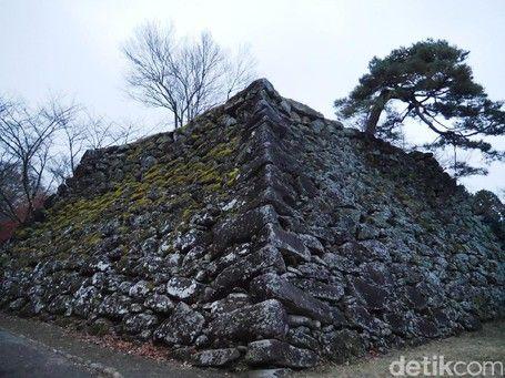 Reruntuhan Kastil Kuno Jepang Yang Punya Pemandangan Memesona Di Musim Gugur - https://darwinchai.com/traveling/reruntuhan-kastil-kuno-jepang-yang-punya-pemandangan-memesona-di-musim-gugur/