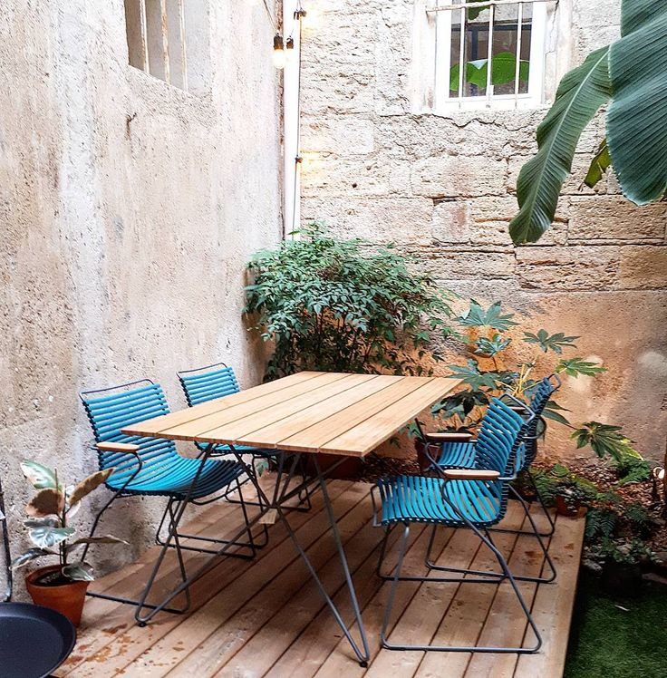 """Table Sketch et chaises Click - HOUE en exposition chez """"La Sélection"""" à Béziers"""