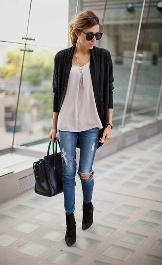 Tenue: Gilet noir, Top sans manches blanc, Jean skinny déchiré bleu, Bottines en daim | Mode pour Mode pour femmes