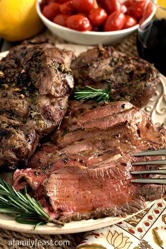 """がっつり食べながら夏までに痩せたい!頑張るダイエッターさんにおすすめなのが""""ズボラ肉メシ""""です。今回はおうちで簡単に作れちゃう絶品ローストビーフをご紹介します。低カロリーで栄養豊富な部位を使うので筋肉質で美しいスリムボディづくりを効果的にサポートできますよ。"""