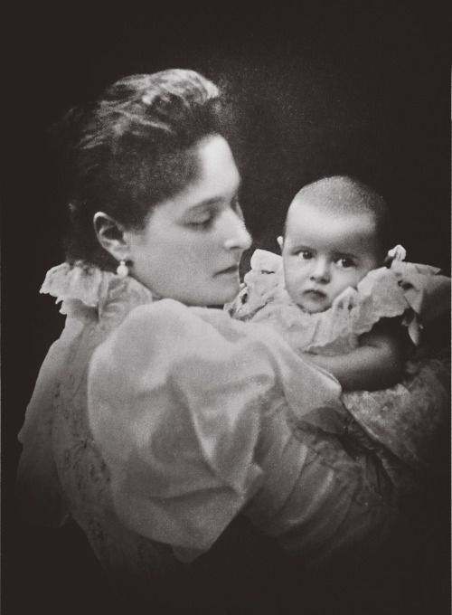 "imperial-Rusland: ""keizerin Alexandra Fjodorovna van Rusland met haar tweede kind en dochter Groothertogin Tatiana Nikolaevna, 1897"""