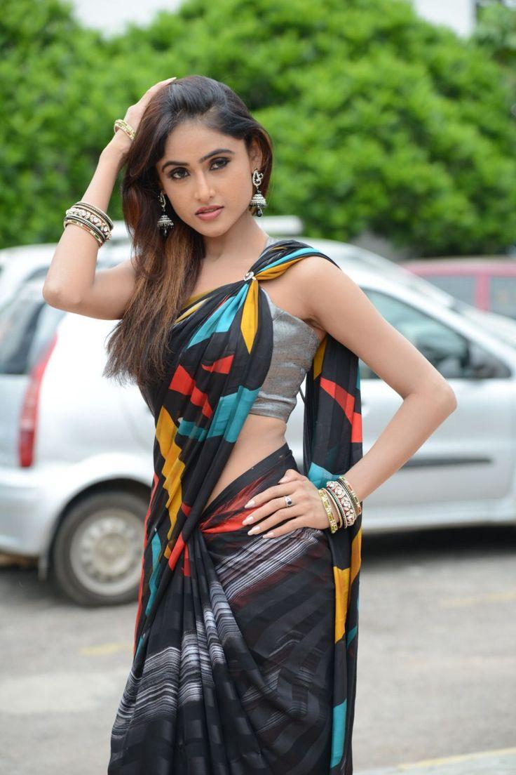 Curvy Alexis Texas: Desi Bhabi Sadia Showing Cleavage And