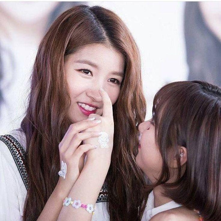 故事時間到!! eunha: unnie 你唔可以講大話㗎如果講大話就會有長鼻子㗎喇 sowon:知道知道我以後唔會講大話㗎啦 writer: gfriend.profile #twice#tzuyu #sana #mina#momo #jihyo #nayeon #chaeyoung #dahyun #jeongyeon #lovetwiceforever