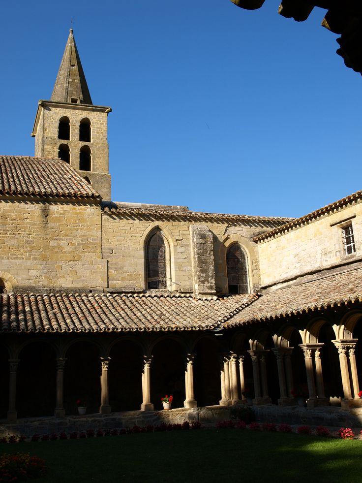 Monastère bénédictin fondé au VIIIème siècle, l'Abbaye de saint papoul est l'une des plus ancienne de la vallée de l'Aude.