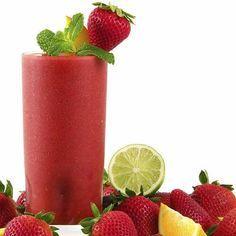 Jugo para la anemia de manzana, fresas, moras, limón y naranja