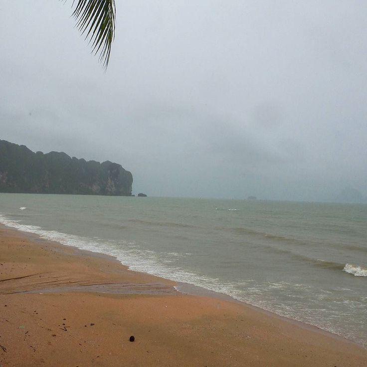Second day of stormy weather.  #travel #travelbloggers #thailand #roadtrip #nomads #nomadlife #aonangbeach #aonang #krabi #beach #beachlife