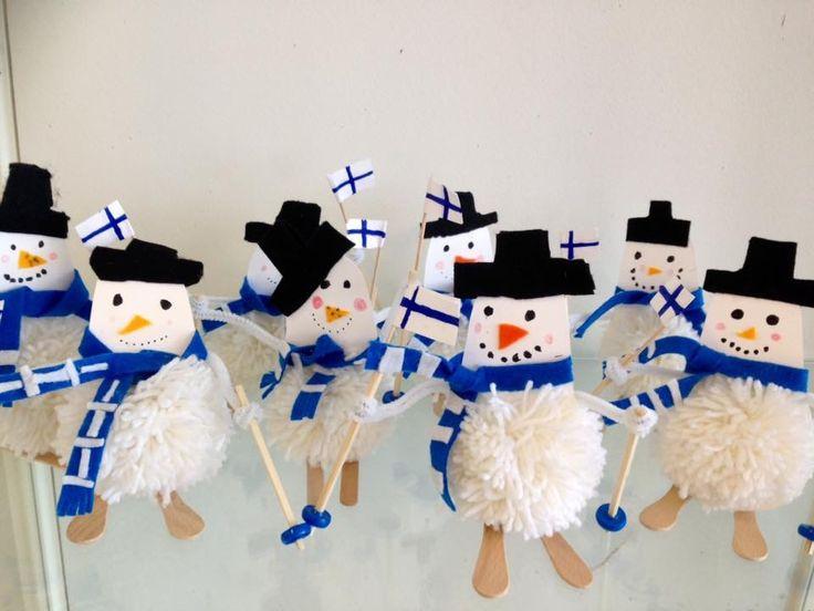 Petra Piipponen /Fb Alakoulun aarreaitta  Vanhaan ideaan jotain uutta...  2-luokkalaisten valmistamat lumiukot Lahden MM-kisojen innoittamina.  Hyvä Suomi!