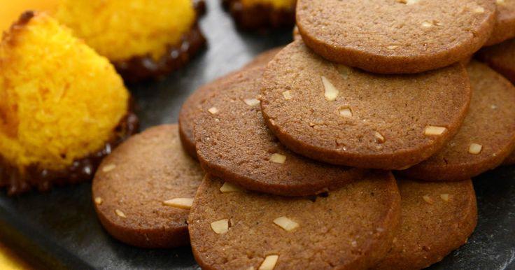 Skurna pepparkakor med mandelspån | Recept från Köket.se