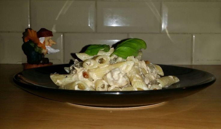 Pasta met tonijn en een saus van creme fraiche is een lekker recept, Een keer wat anders dan pasta met tonijn en tomatensaus, een heerlijke saus van creme fraiche
