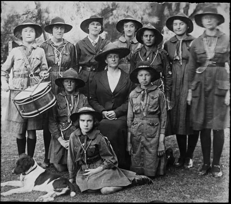 090391PD: Girl Guides - Cottesloe Company, 1920s. https://encore.slwa.wa.gov.au/iii/encore/record/C__Rb2484266