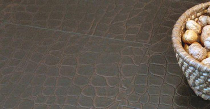 il pitonato è la tua passione...abbiamo il pavimento che fa per te: pvc effetto pelle una vera meraviglia!
