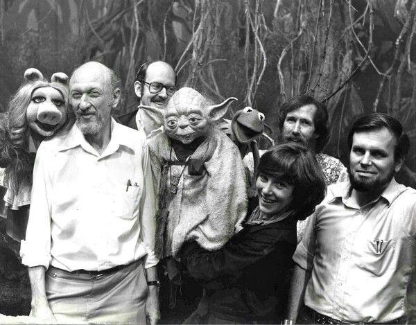 On the set of The Empire Strikes Back: Miss Piggy, Irvin Kershner, Frank Oz, Yoda, Kermit, Kathy Mullen, Jim Henson, and Gary Kurtz.