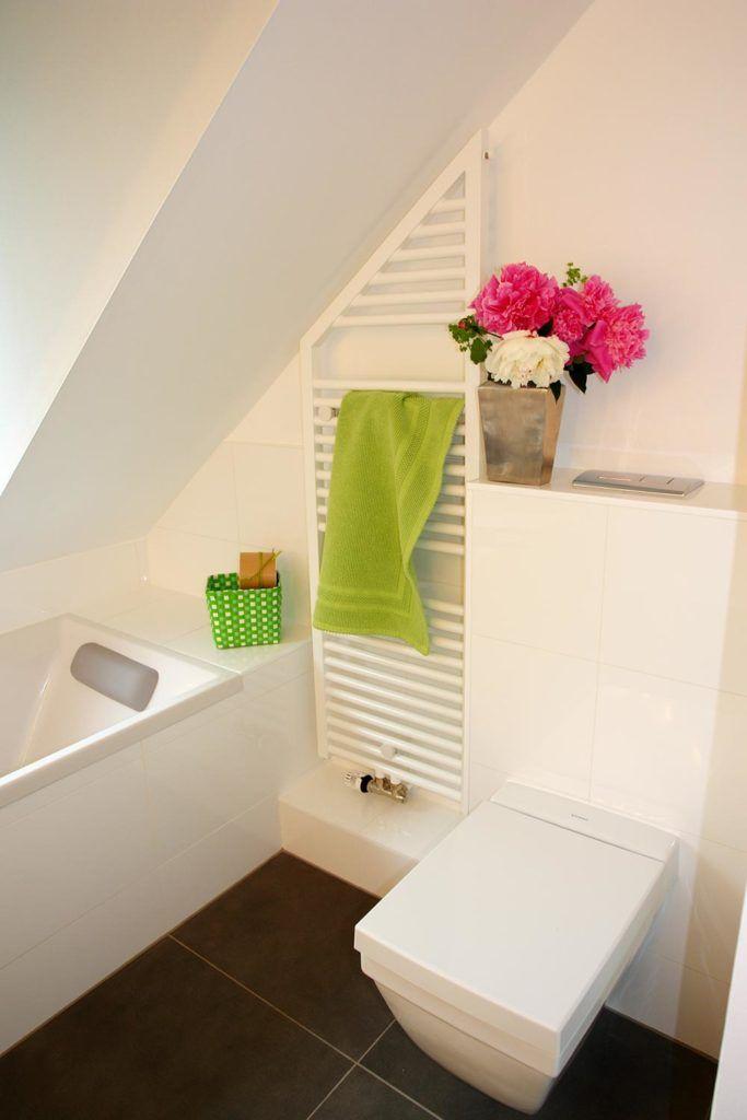 Badewanne Unter Der Dachschrage Platziert Dachbad Auf 5 5 M Badewanne Unterschrank Fur Aufsatzwaschbecken Wanne