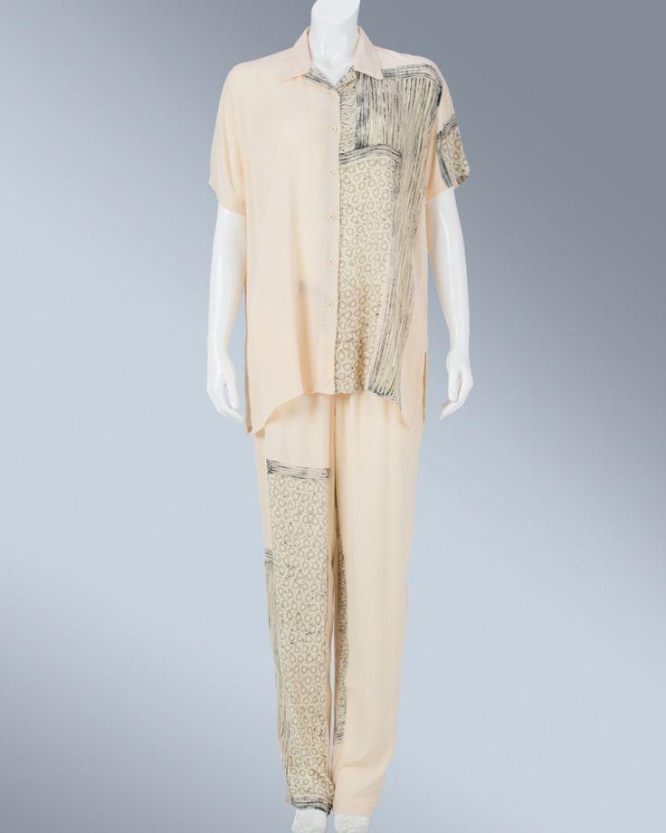 Ladies shirt with collar #WomenSkirt #Dress #SummerFashion #Animale #WomenWear #WomenFashion #MotifClothes #LightClothes