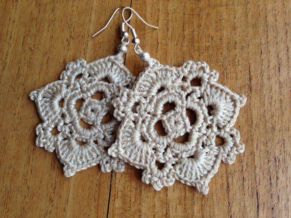 Ähnliche Artikel wie Orecchini auf Etsy   – Crochet earrings
