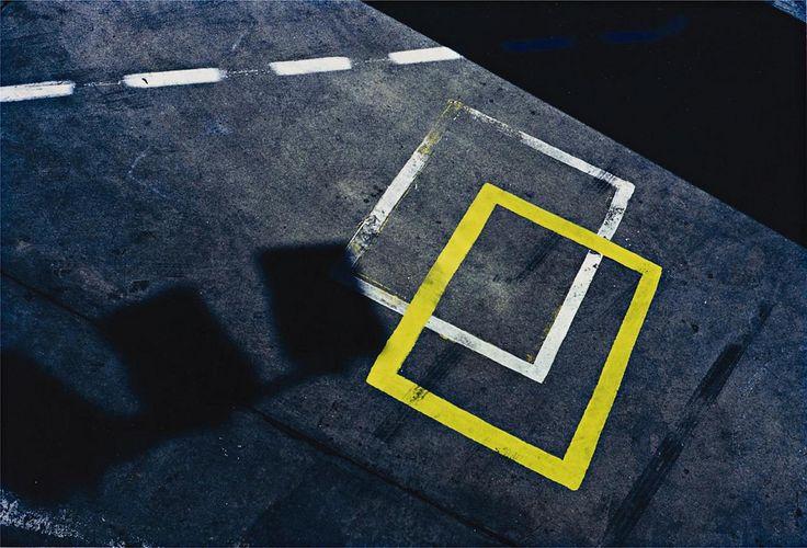 Ernst Haas (1921 – 1986) est un photographe autrichien qui a utilisé très tôt la couleur pour ses photographies, nettement de New York et des Etats Unis. Les photos suivantes ont toutes été prises au début des années 1960.