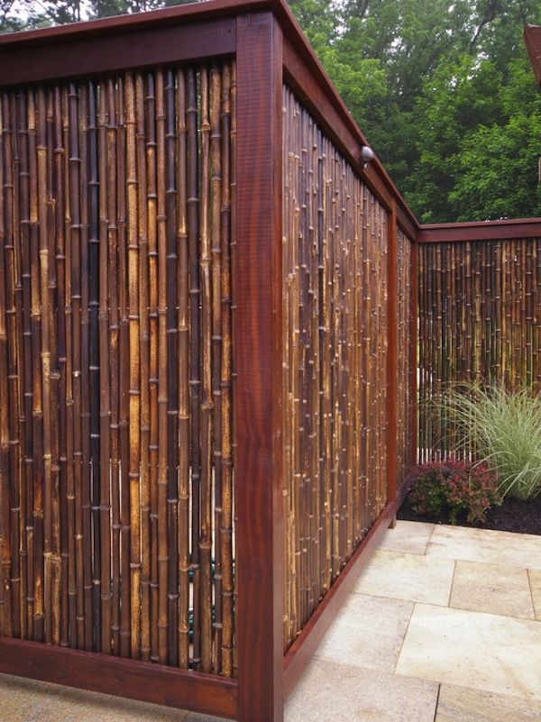 Bamboo Privacy Fence. This might be a big project but I kinda want to make this. If you grow the bamboo yourself it wouldn't be too expensive, I think. It looks doable.