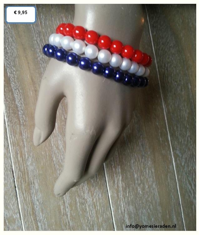 Armbanden set Holland,  3 losse armbandjes in de kleuren rood, wit en blauw. Mooie glasparels, leuk te dragen met Koninginnedag. De armbandjes zijn op elastiek geregen.  € 9,95 (excl. verzendkosten)  www.yomesieraden.nl