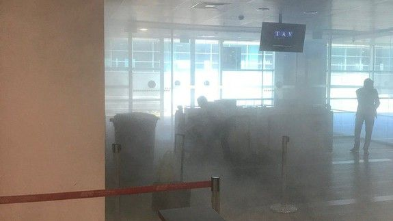 Angry guy flings his powerbank on the ground in the airport causing it to explode  One man's protest at the airport's restriction on carrying electronic devices onboard resulted in him ironically proving the policy right.  The Istanbul Alatürk Airport said an unnamed passenger flung his powerbank on the ground in anger after he was told that he couldn't bring it onboard his flight to the UK.  The man reportedly got into an argument with security officials at the airport and the battery pack…