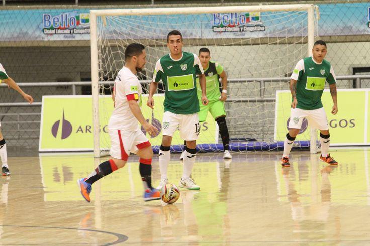 Acciones de la semifinal entre Deportivo Saeta y Real Antioquia.