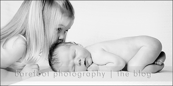 recién nacido y hermana