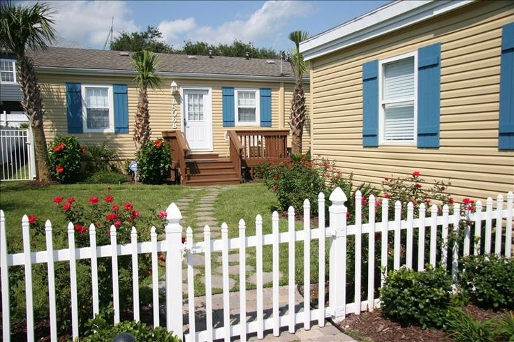 North Myrtle Beach. Vacation cottage. Pet friendly, private pool. very nice cottage.excellent place to stay. Walk to beach only couple minutes. Private backyard with pool, deck. 2 week stay 9/13. Will go back with our two dogs.