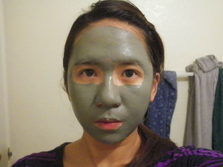 I may look scary but I can't help using the Boots Botanics Shine Away Ionic Clay Mask. It made my skin look fresh and clean afterwards! #powerofplants @InfluensterVox #JadoreVoxBox  Got this product free from @Influenster