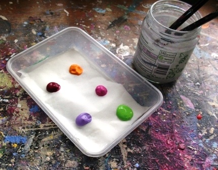 How to Make a Stay-Wet Palette  Anyone who paints with acrylics will know how fast they dry.