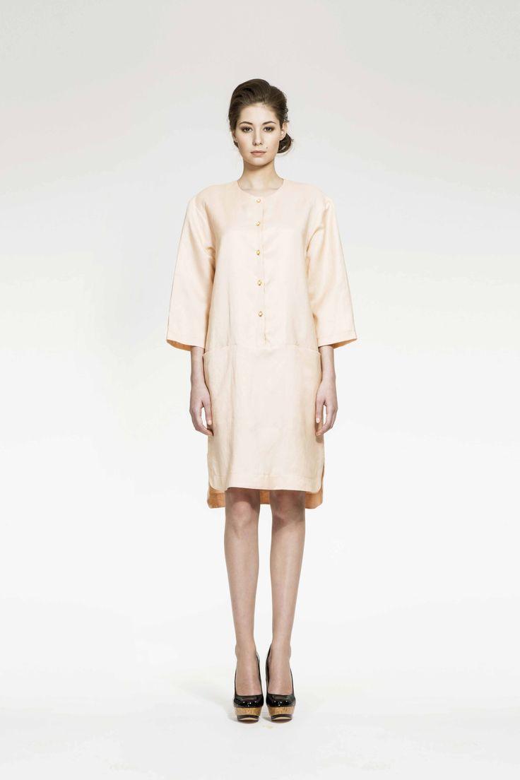 ZUZANA VESELÁ ATELIER. This 100% linen tunic dress would be idea for a casual summer wedding. Available in 11 different color ways. #zuzanavesela #czechdesigner #pfsshowroom #weddingperfect @Zuzana Veselá