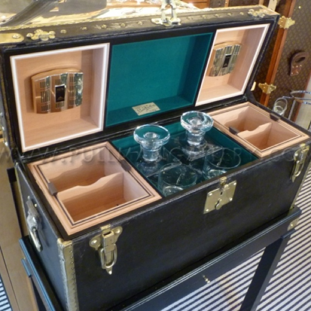 17 Really Cool Home Bar Designs That Are Worth Seeing: 17 Best Images About Trunk -> Bar Project On Pinterest
