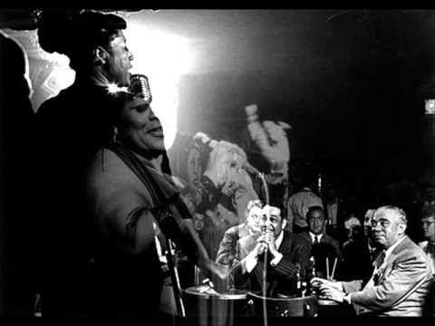 おはようございます。 今日11/16はトミー・フラナガンの命日。 今朝の一曲は、彼が長年伴奏を務めたエラ・フィッツジェラルドに捧げたアルバム「Lady Be Good ... for Ella」からのバラード曲「エンジェル・アイズ」 。ブルージーな曲調のなかできらめくトミー・フラナガンのピアノがなんともいいですねぇ。