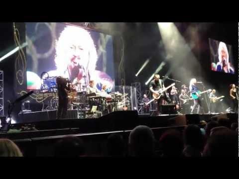 Barry Gibb - Mythology Tour - Sydney - February 27th - Encore - Finale - Stayin' Alive