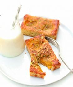Torta integrale alle nespole con mandorle e pistacchi - Tutte le ricette dalla A alla Z - Cucina Naturale - Ricette, Menu, Diete