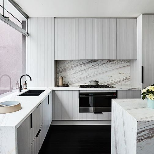 SERIOUSLY gorgeous • our Elba marble stars alongside an awesome line-up of suppliers in this stunning kitchen by @becjudd and @thestyleschool Styling: @aimeestylist @jamesgeer