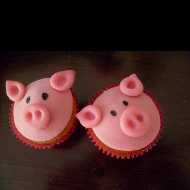 I want pig cupcakes for my bday. Seriously                                                                                                                                                                                 More