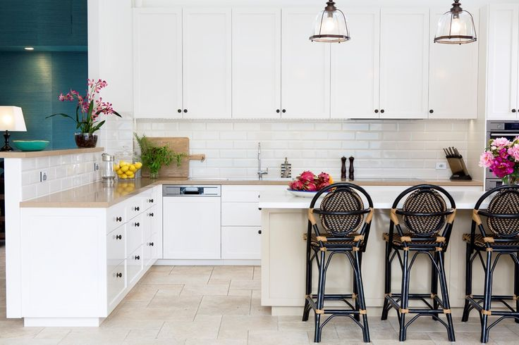 Beautiful kitchen in white 2pac featuring contrasting colours on the island-bench. Joinery hardware and decorative pendants are in antique bronze.