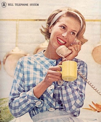 Cute 1960s gingham for a spot of telephone chitchat. #vintage #1960s #homemaker
