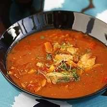 Smal fisksoppa med tomat och saffran - Recept - Tasteline.com