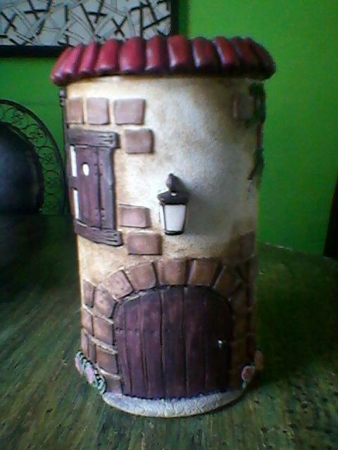 Lata decorada con porcelana fria. por Vanesa.