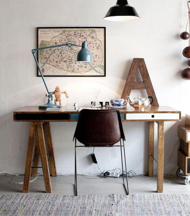 fabriquer un bureau en bois de style industriel vintage avec une chaise bureau en métal et cuir marron