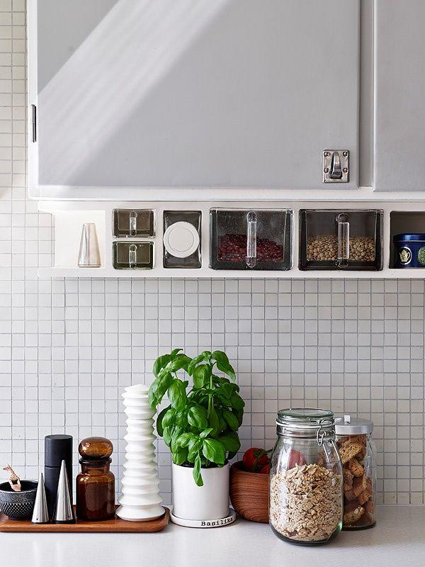kitchen styling: kitchen styling