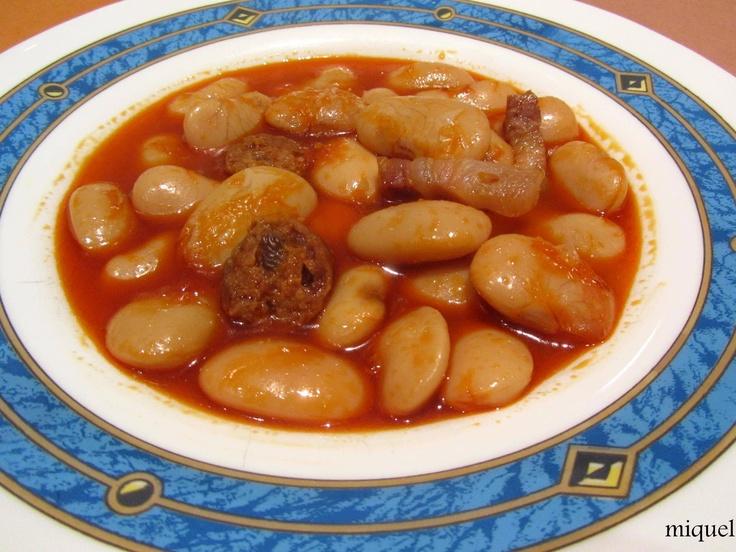 Judión del Barco de Ávila con chorizo, panceta y pimentón de la Vera plato contundente y tradicional de la cocina española