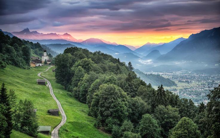 Evening mood in Wamberg A solitary village above Garmisch-Partenkirchen/Bavaria www.2undsiebzig.de