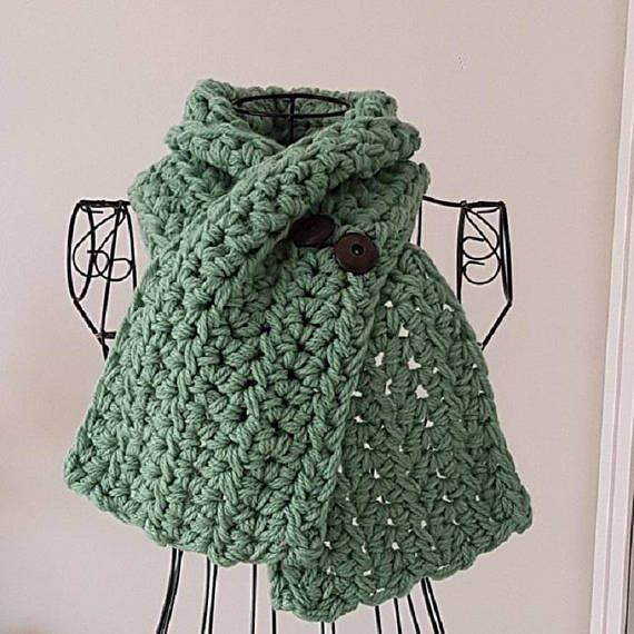 Knitted Green Extra Chunky Button Scarf #fashion #style #accessories #green #scarf #etsy #ahsknits