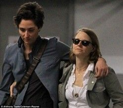 Jodie Foster Married Alexandra Hedison - Jodie Foster and Alexandra Hedison Are Married! - http://www.lezbelib.com/life-sex-relationships/jodie-foster-married-alexandra-hedison #jodiefoster #alexandrahedison #wedding #lesbian #couple #relationship