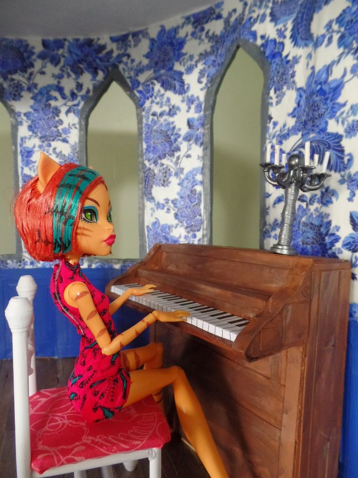 how to make a doll piano from cardboard, recycled, diy. Monster high/barbie size