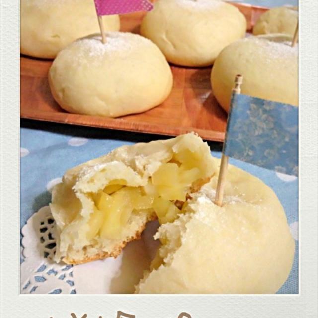林檎丸ごと1個入ってるよー!ゴロゴロ甘くて美味しい^ ^ - 64件のもぐもぐ - 林檎パンで朝食だーい‼ by magokoro