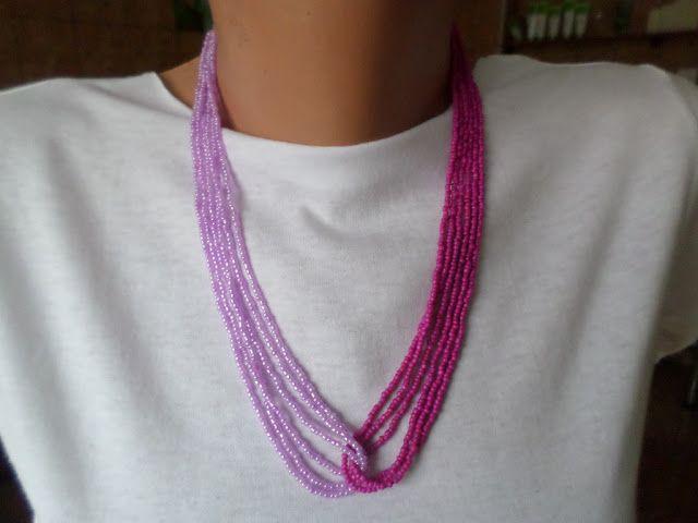 SERIE LIMITATA  (5 bucati/combinatie).  Colierele Ombra sunt facute in serie limitata, din doua bucle a cate trei siruri de margele de nisip de 2 mm, in doua nuante ale aceleiasi culori.   Aceasta este varianta in doua nuante de roz - fuxia.  Colier handmade, simplu, elegant si diafan, din margele de nisip de 2 mm, roz-lila si roz-intens fuxia.  Se inchide cu togle argintiu. Lungime 53 cm.