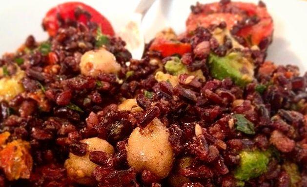 Insalata di riso Venere: ideale pranzo estivo sano e gustoso